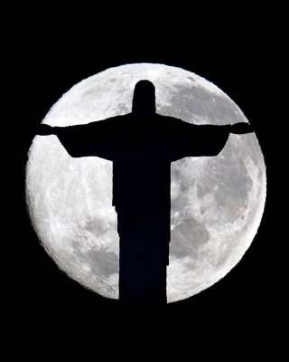 Full Moon And Christ The Redeemer In Rio De Janeiro - Obrázkek zdarma pro Nokia X3