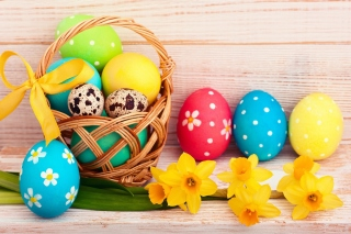 Kostenloses Easter Spring Daffodils Flowers and Eggs Decorations Wallpaper für Android, iPhone und iPad