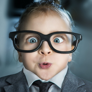 Funny Child In Big Glasses - Fondos de pantalla gratis para 1024x1024