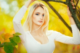 Blonde in Park Background for Android, iPhone and iPad