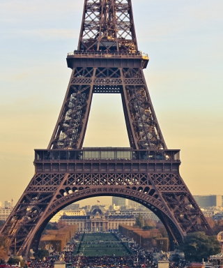 Free Paris Eiffel Tower Picture for iPhone 6 Plus