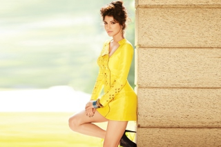 Anushka Sharma on high heels Bollywood Background for Android, iPhone and iPad