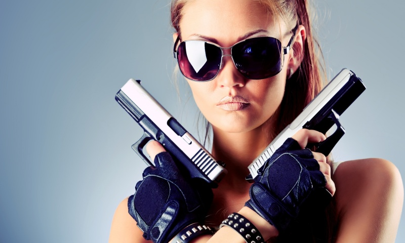 Screenshot №1 pro téma Girl with Pistols 800x480
