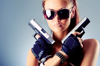 Kostenloses Girl with Pistols Wallpaper für HTC Wildfire