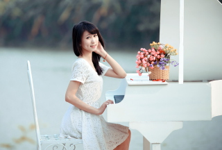 Young Asian Girl By Piano sfondi gratuiti per cellulari Android, iPhone, iPad e desktop