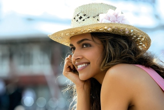 Deepika Padukone In Cocktail Movie sfondi gratuiti per Nokia Asha 302