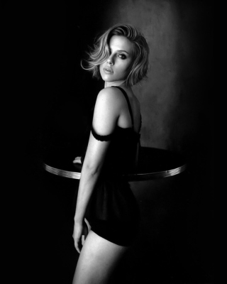 Kostenloses Hot Scarlett Johansson Monochrome Wallpaper für iPhone 5