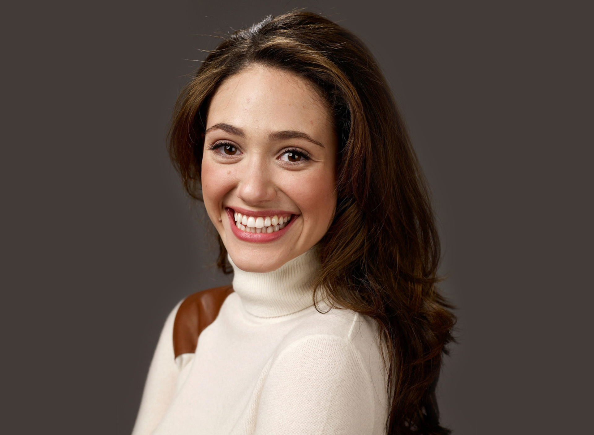 Emmy Rossum Smiling wallpaper 1920x1408
