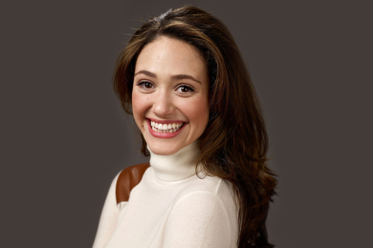 Emmy Rossum Smiling wallpaper