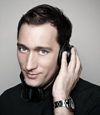 Free Paul Van Dyk Headphones Picture for HTC Titan