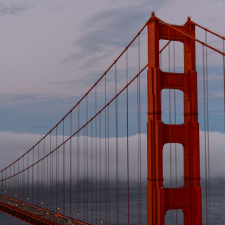 Kostenloses Golden Gate Bridge in Fog Wallpaper für iPad Air