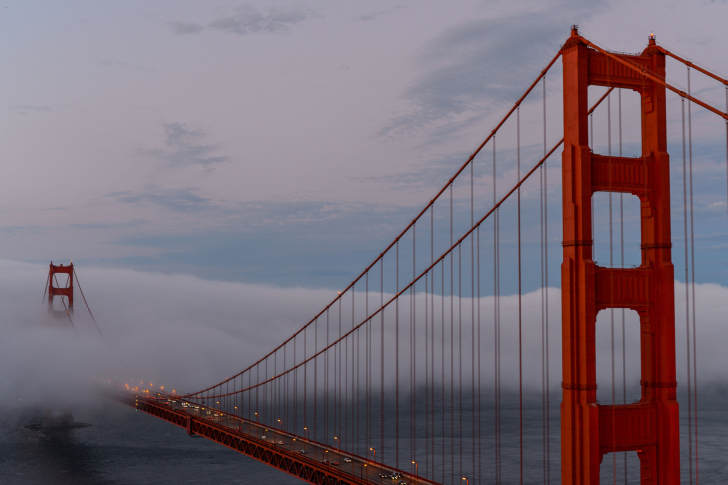 Golden Gate Bridge in Fog wallpaper