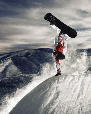 Snowboarding in Austria, Kitzbuhel Wallpaper for Blackberry RIM 9810 Torch