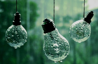 Light Bulbs And Water Drops sfondi gratuiti per cellulari Android, iPhone, iPad e desktop