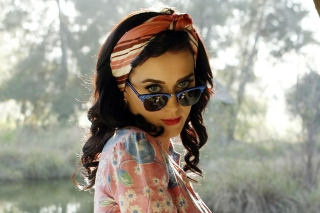 Katy Perry Wearing Ray Ban Picture for 1440x1280