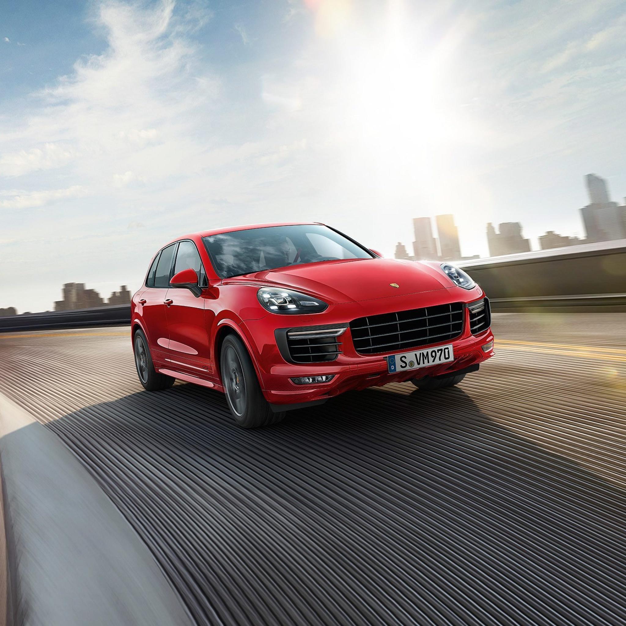 Красный Porsche Cayenne без смс