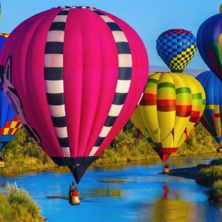 Free Colorful Air Balloons Picture for LG KP105