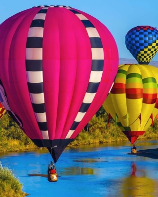 Kostenloses Colorful Air Balloons Wallpaper für 320x480