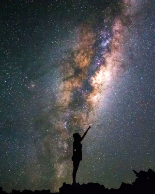 Girl silhouette on night sky background - Fondos de pantalla gratis para iPhone 6 Plus