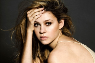 Free Nicola Peltz Picture for Android, iPhone and iPad