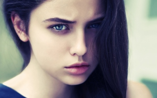 Brunette Girl With Blue Eyes Background for Android, iPhone and iPad
