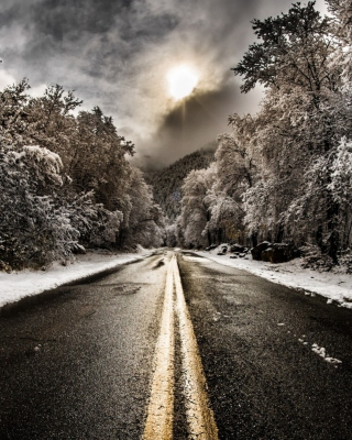 Pale Winter Road sfondi gratuiti per iPhone 4S