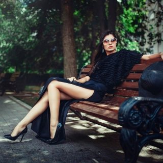 Brunette model posing on bench - Fondos de pantalla gratis para iPad Air