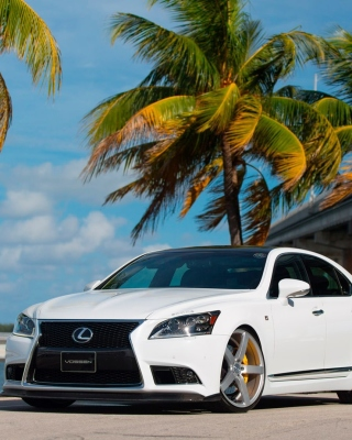 Lexus IS F Sport Background for Nokia 5800 XpressMusic