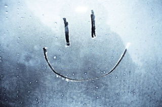 Kostenloses Smiley Face On Frozen Window Wallpaper für Android, iPhone und iPad