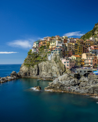 Manarola in Riomaggiore, Italy Wallpaper for Nokia C1-01