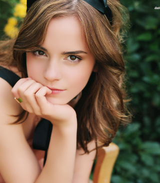Free Emma Watson Tender Portrait Picture for Nokia C1-01