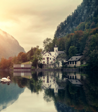 Free Beautiful House At Swan Lake Picture for HTC Titan