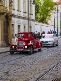 Screenshot №1 pro téma Prague Retro Car 240x320