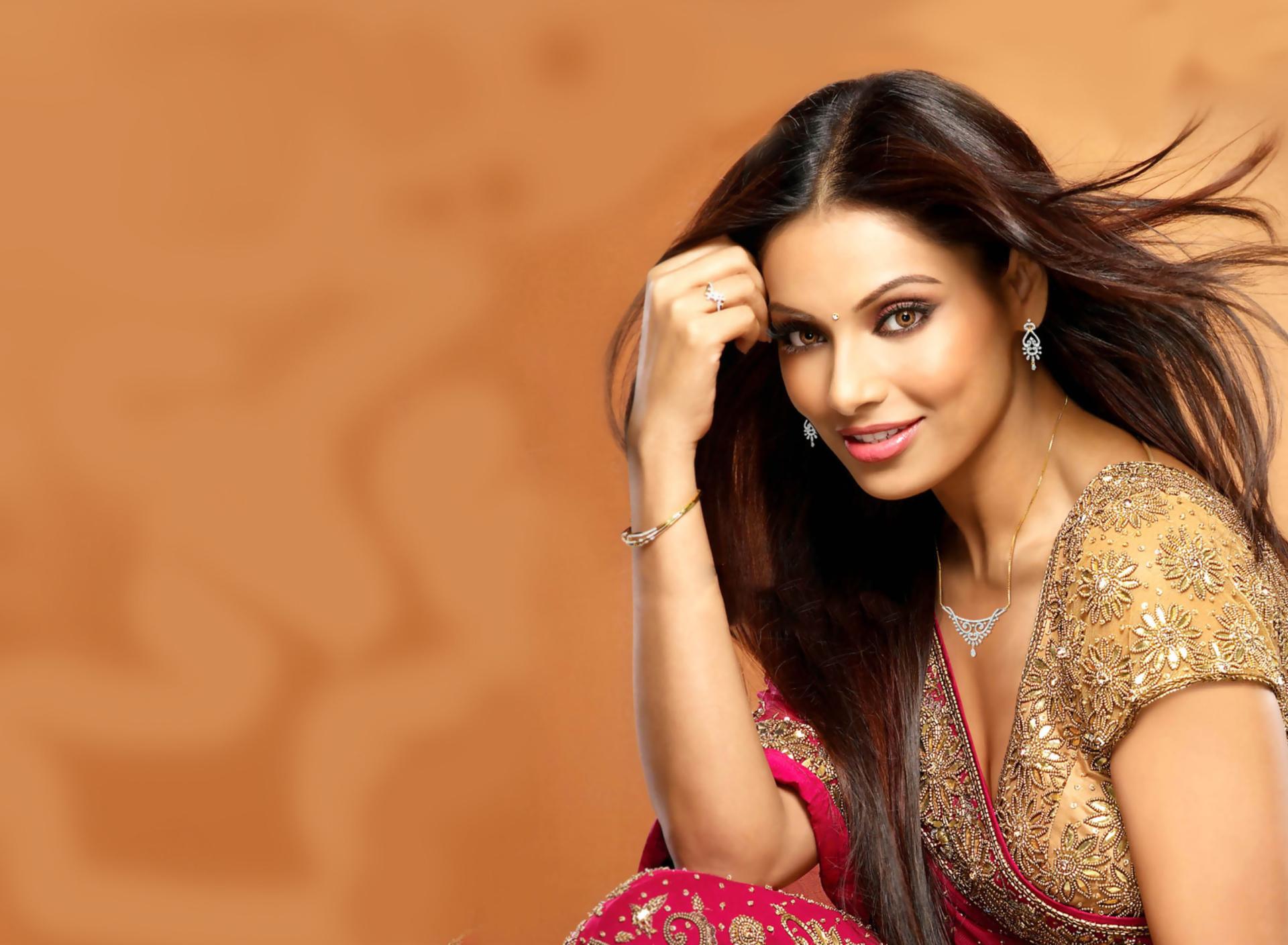 россии найти фото индийский актрисы снять коттедж