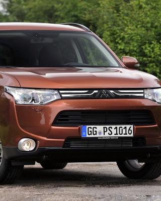 Mitsubishi Outlander sfondi gratuiti per iPhone 6 Plus