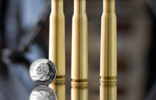 Kostenloses Bullets And Quarter Dollar Wallpaper für Android, iPhone und iPad