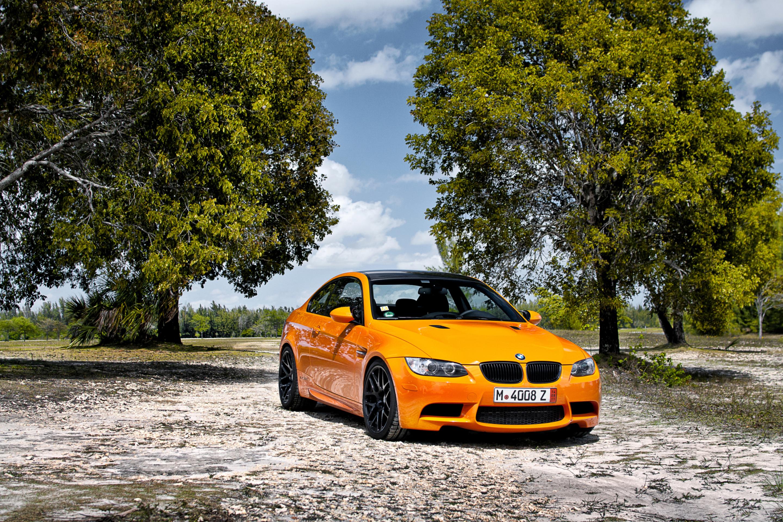 оранжевый автомобиль BMW скачать