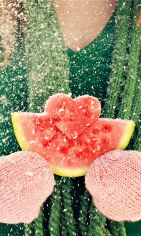 Screenshot №1 pro téma Heart Shaped Winter Watermelon 480x800