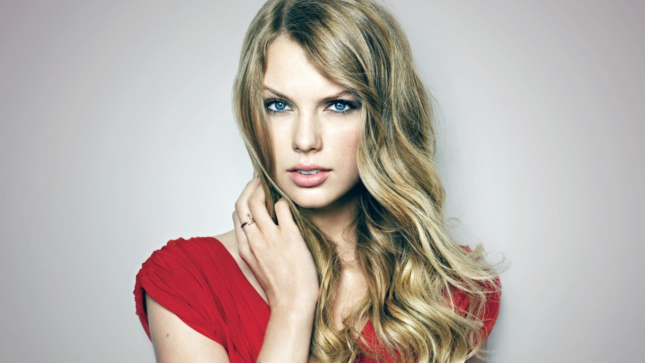 Taylor Swift Posh Portrait