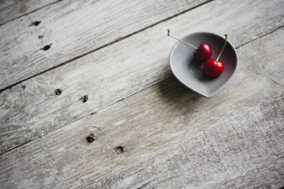 Kostenloses Two Red Cherries On Plate On Wooden Table Wallpaper für Android, iPhone und iPad