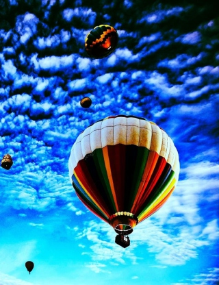 Free Balloons In Sky Picture for Nokia C1-01
