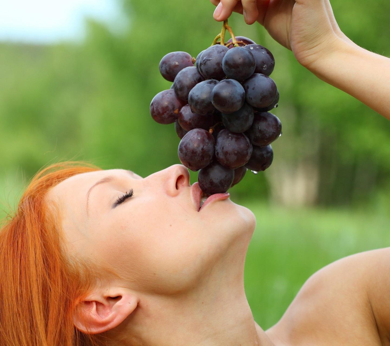 что твориться с вашей жопой если ели виноград смело показывает парню