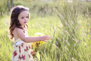 Little Girl In Field Picture for Android, iPhone and iPad