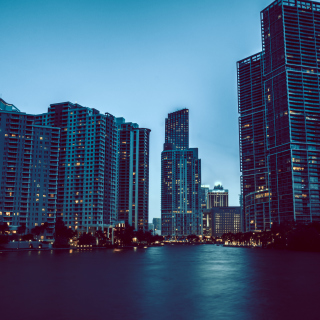 Kostenloses Miami Night HD Photo Wallpaper für 1024x1024