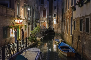 Night Venice Canals Background for Android, iPhone and iPad