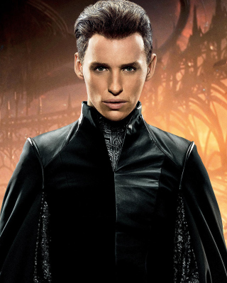Eddie Redmayne in Jupiter Ascending Background for HTC Titan