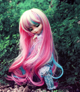 Free Doll With Pink Hair Picture for Nokia C1-01
