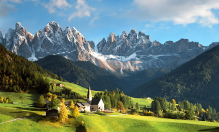 Kostenloses House In Italian Alps Wallpaper für Android, iPhone und iPad