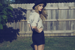 Taylor Swift Picture for LG Optimus U