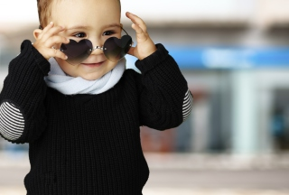Baby Boy In Heart Glasses sfondi gratuiti per cellulari Android, iPhone, iPad e desktop